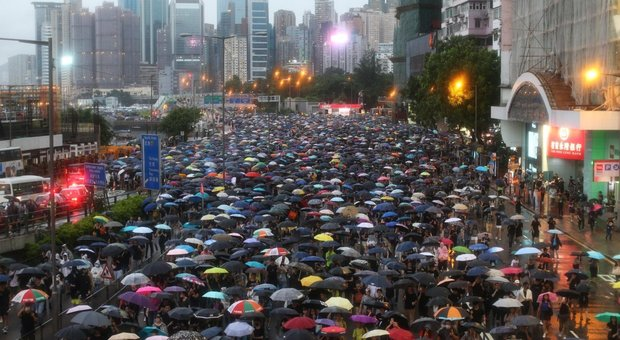 Manifestanti in piazza a Hong Kong