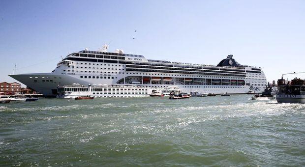 Incidente Venezia, Toninelli: stop grandi navi da crociera in Laguna, soluzione vicina