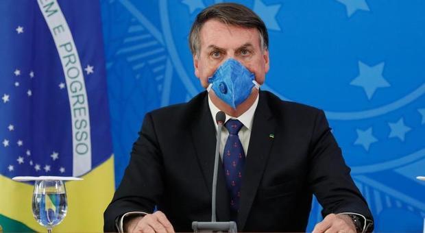 Coronavirus, Bolsonaro: «In Brasile la vita deve continuare, niente isterismi da virus». Anche il Messico di no alle restrizioni. Trump: «Riapriamo gli Usa entro Pasqua»