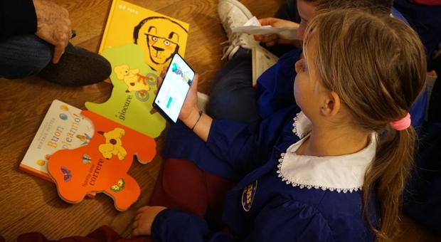 Roma, intelligenza artificiale, una nuova app insegna ai bambini sordi a leggere