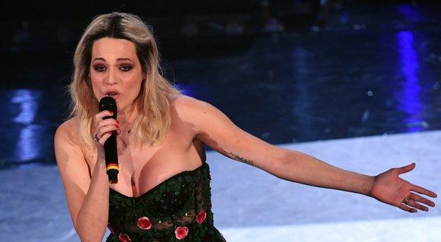Sanremo, seconda serata: Mannoia e Mengoni scaldano l'Ariston. Si ride con Pio e Amedeo