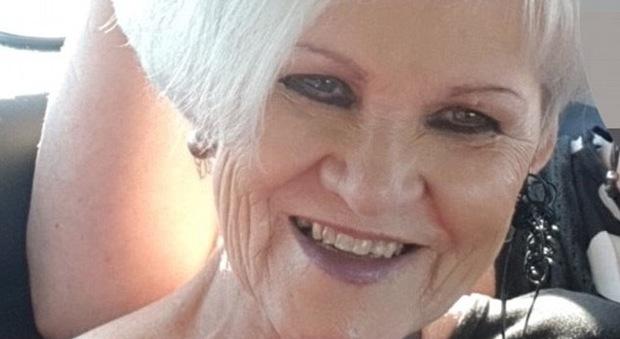 Nonna truffa famiglia: si fa consegnare 80.000 dollari per investirli e li spende in