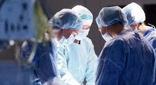 Donna incinta rischia l'infarto se partorisce, salvata da un intervento unico al mondo: «La bimba si chiamerà Vittoria»