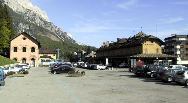 Parcheggio a Cortina, abbonamento di 180 euro per 5 mesi: stesso prezzo ma ci sono meno posti