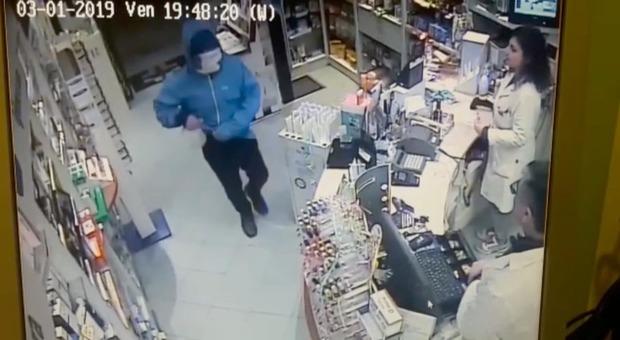 Ostia, fermato ladro seriale: era il terrore di farmacie e negozi