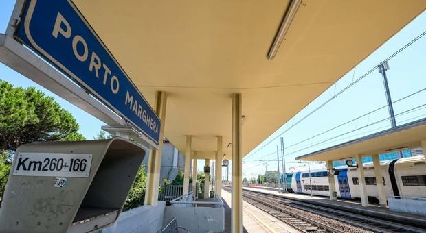 Persona travolta e uccisa dal treno a Porto Marghera. Treni in ritardo da e verso Venezia