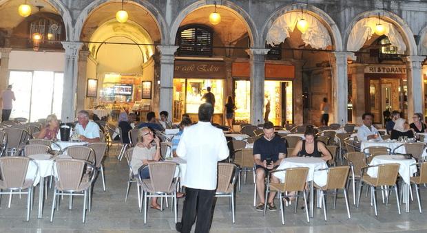 immagine Venezia, lo storico caffè dice no all'affitto
