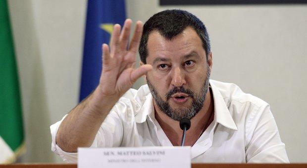 Salvini diserta anche l'ultimo Consiglio dei ministri. M5S: «Assurdo»
