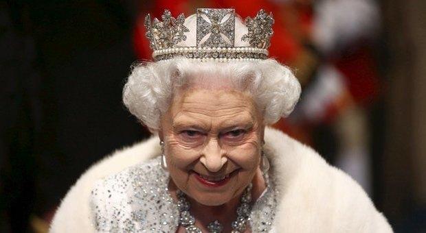 Royal Family, Elisabetta II e gli schiaffi in pubblio al nipote: «Non discutere con me, io sono la regina»