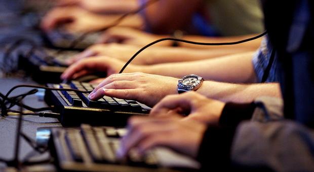 Giovani al computer