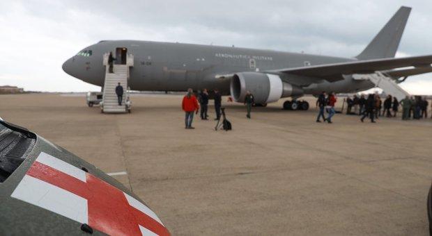 Coronavirus, aereo per rimpatrio italiani pronto a Pratica di Mare. Previsto percorso di decontaminazione
