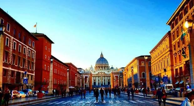 Perché a Parigi il turismo rende il doppio di Roma