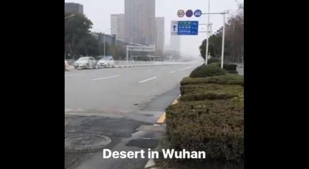Virus Cina, un italiano bloccato a Wuhan: «Città spettrale, non so quando mi lasceranno partire»