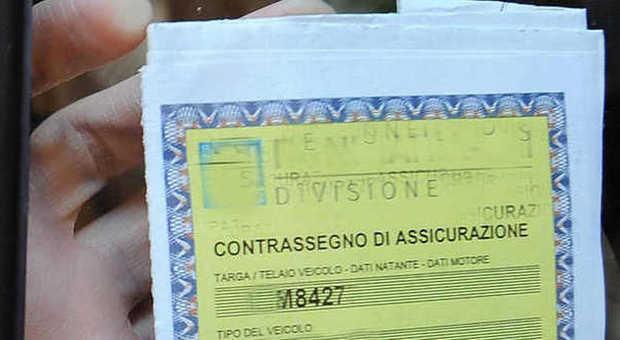 Il tagliando dell'assicurazione: 3,8 milioni di auto in Italia sono senza copertura