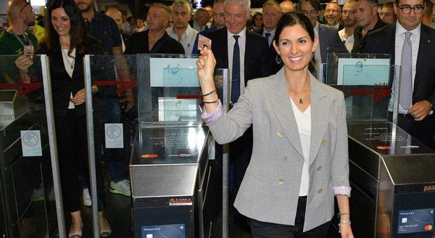 """Metro come a Londra e a Milano: da oggi al via i pagamenti """"contactless"""" ai tornelli"""