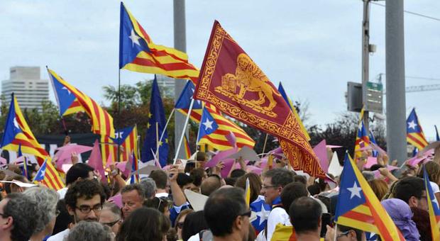Una manofestazione degli indipendentisti veneti a sostegno della Catalogna
