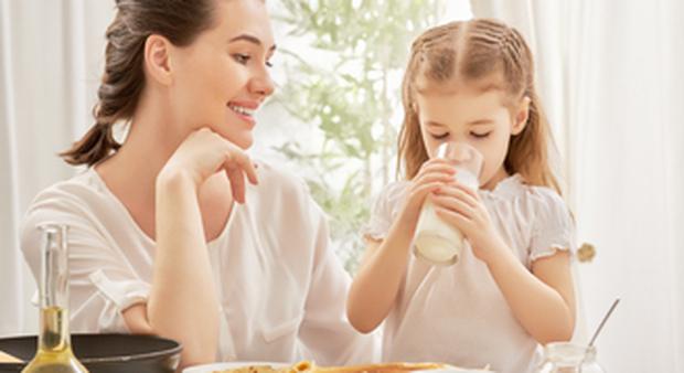 La merenda di bambini e ragazzi nei lunghi pomeriggi a casa: i consigli dell'esperta del Bambino Gesù