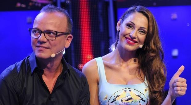 Anna Tatangelo e Gigi D'Alessio in crisi? L'indiscrezione: «Lei è andata via di casa»