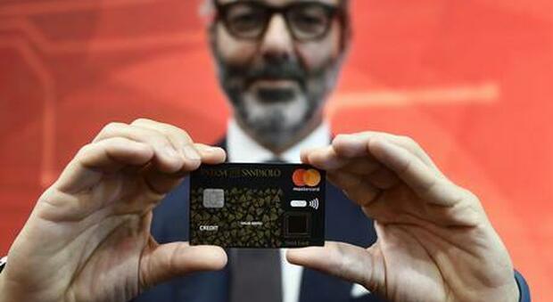 Pagamenti bancomat e carta contactless: dal primo gennaio si alza a 50 euro la soglia senza pin