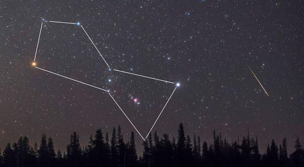 La costellazione di Orione, la stella gialla a sinistra è Betelegeuse