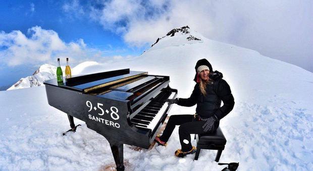 Concerto da guinness per la pianista alpinista: suona a 4460 metri