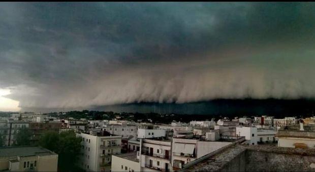 Il fenomeno Shelf cloud a Ceglie Messapica