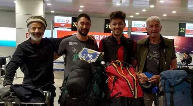 Valanga su 4 italiani in Pakistan: «Sono vivi». Ma i soccorsi partiranno domani