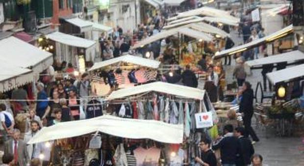 I banchetti degli ambulanti a Venezia