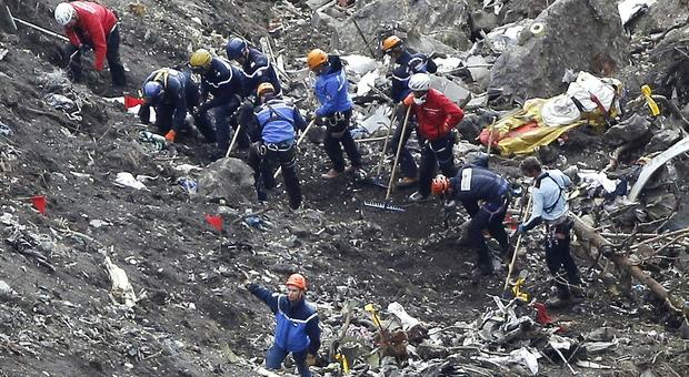 Disastro Germanwings, gaffe di Lufthansa in lettera ai famigliari: «Vittime non si accorsero di nulla»
