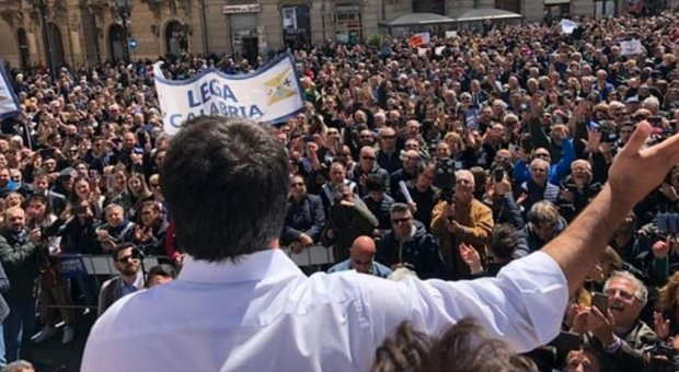 Salvini contestato a Catanzaro: sento moscerini rossi, andate da Oliverio