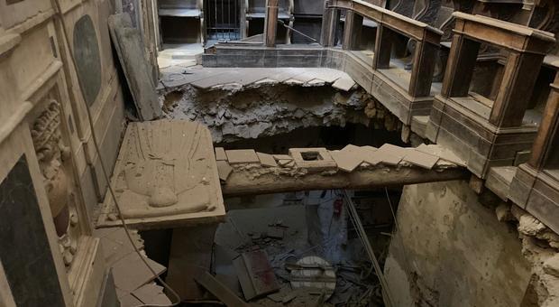 Napoli, crolla il pavimento della chiesa del '500 degli Incurabili