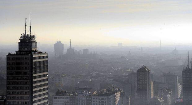 """Milano, emergenza smog:""""Inquinamento allarmante"""""""