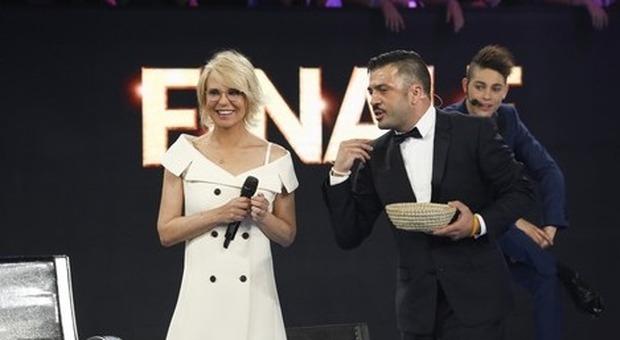 Amici, Matteo Salvini guarda la finale e lo fa sapere sui social. Maria De Filippi gli risponde così