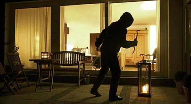Ancora un furto in un appartamento