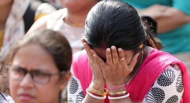 Bimba di 2 anni brutalmente uccisa per un debito, India sotto choc