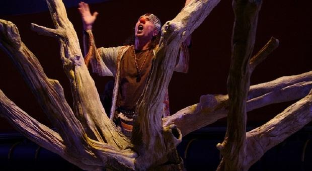 L'albero/scultura della scenografia dello spettacolo di Eugenio Barba in mostra al teatro Valle