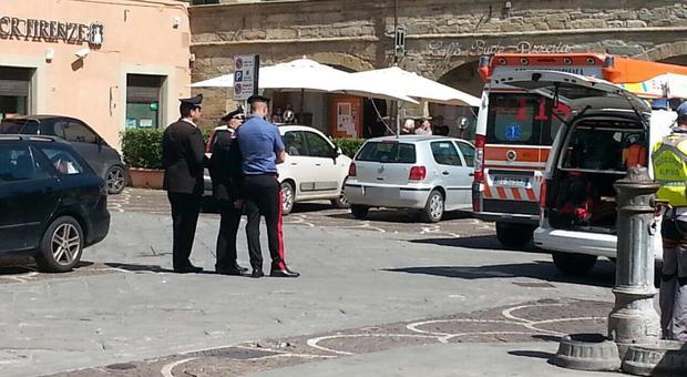 Carabinieri a Castelfranco di Sopra dove una bimba di 6 mesi morì dimenticata in auto
