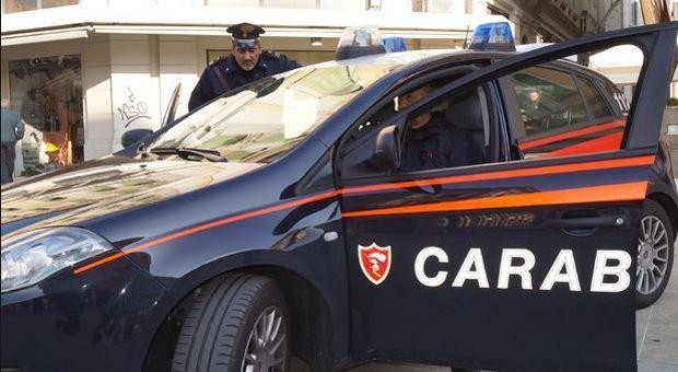 Spara contro i carabinieri durante un controllo: fermato dopo una caccia all'uomo