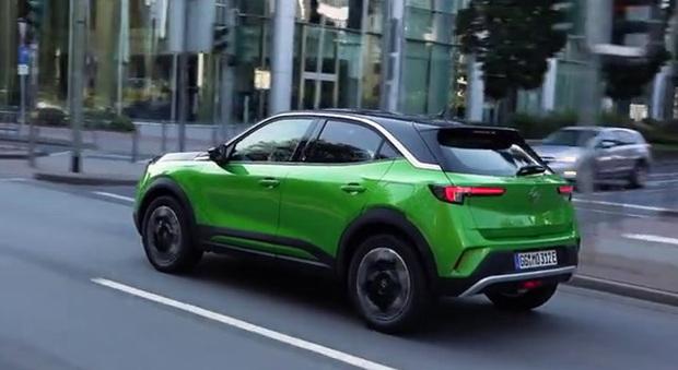 Opel Mokka elettrica, il crossover compatto punta anche sul design e la tecnologia