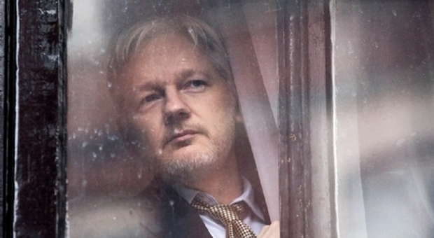 Julian Assange arrestato a Londra da Scotland Yard