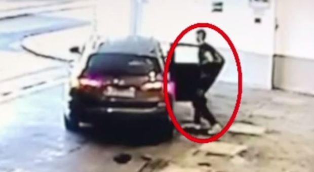 Spari a Monterotondo, gli arresti e il video del 16enne ferito lasciato dai complici all'ospedale