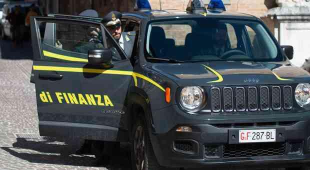 Macerata, maxi frode dell'Iva nel commercio di auto di lusso: arresti e sequestri