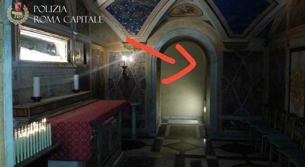 Pittore abusivo usava la cripta di Santa Francesca Romana per nascondere merce