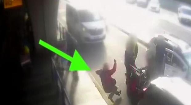 Fiumicino, il cliente preso a pugni è un ex tassista: «Voglio andare fino in fondo»