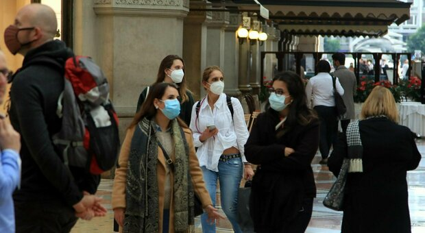 Covid Lombardia, boom di contagi: 1.844 (a Milano 504). Regione pronta a riaprire l'ospedale in Fiera