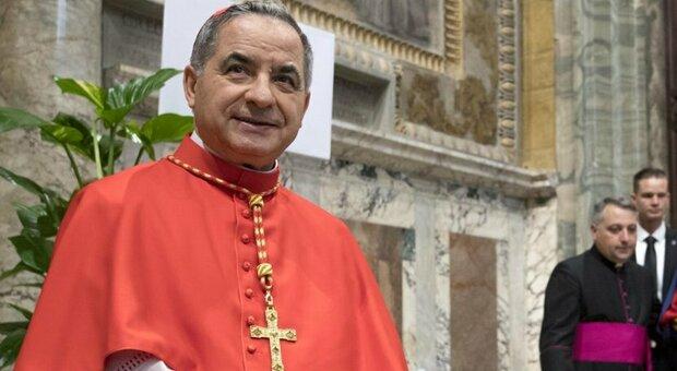 """Vaticano, Becciu """"licenziato"""" dal Papa: «Sconvolto, ma obbedisco»"""