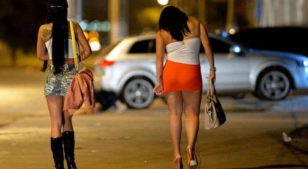 Porto Sant'Elpidio, prostituzione nelle vie del centro, la rivolta dei commercianti: «Così ci faranno chiudere»
