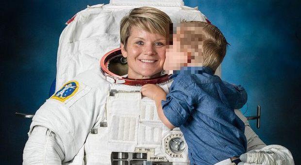 Astronauta accusata dall'ex moglie. «Violato il mio conto dall'Iss», è il primo reato spaziale