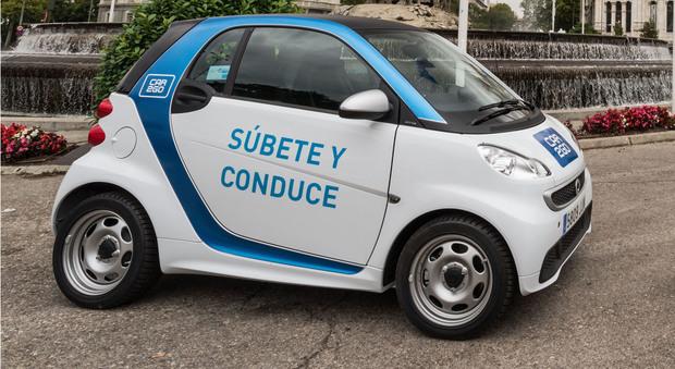 La capitale spagnola è la prima città al mondo coperta da un servizio esclusivamente a zero emissioni. La tariffa la minuto è inferiore di un terzo rispetto a quella standard italiana: 19 cent contro 29