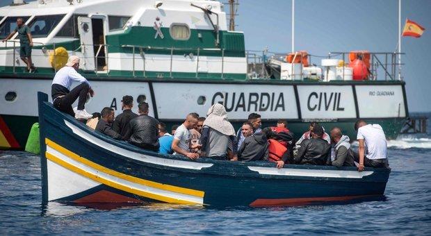 Migranti, anche la Grecia supera l'Italia per numero di sbarchi: mai così pochi dal 2014
